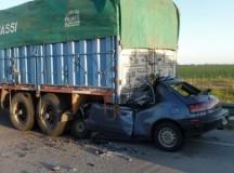 ACCIDENTE: Tres muertos al chocar un auto y un camión en la autopista Rosario-Córdoba