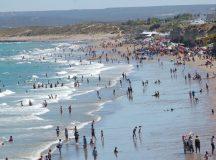 LAS GRUTAS: Enojo por un gran derrame de aceite en la costanera