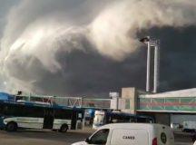 BS.AS.: Una imagen apocalíptica: las nubes invadieron el aeropuerto de Ezeiza